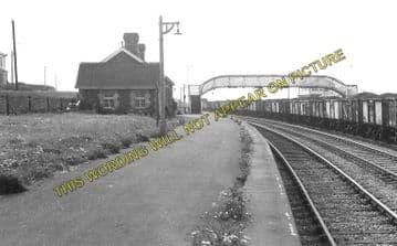 Aberthaw High Level Railway Station Photo. Rhoose - Gileston. Barry Railway. (2)