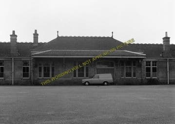 Aboyne Railway Station Photo. Dess - Dinnett. Lumphanan to Ballater Line. (14)