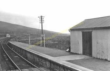 Achnasheen Railway Station Photo. Glencarron - Achanalt. Dingwall Line.  (5)