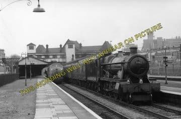 Acton Main Line Railway Station Photo. Paddington - Ealing Broadway Line. (2)