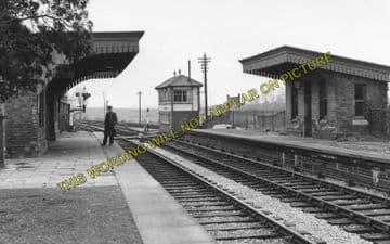 Adderbury Railway Station Photo. King's Sutton - Bloxham. Hook Norton Line. (4)