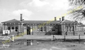 Aldershot North Camp Railway Station Photo. Farnborough - Ash and Guildford (27)