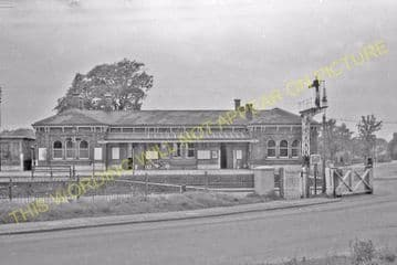 Aldershot North Camp Railway Station Photo. Farnborough - Ash and Guildford (6)