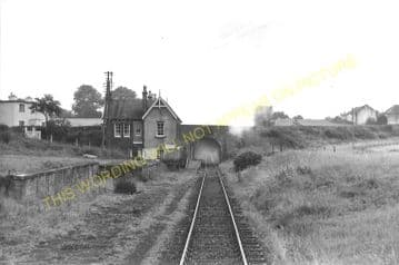Almondbank Railway Station Photo. Ruthven Road - Tibbermuir. Methven Line. (6)