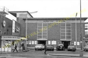 Alperton Railway Station Photo. Park Royal - Sudbury. Ealing to Harrow Line. (5)