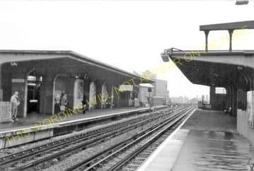 Alperton Railway Station Photo. Park Royal - Sudbury. Ealing to Harrow Line. (6)