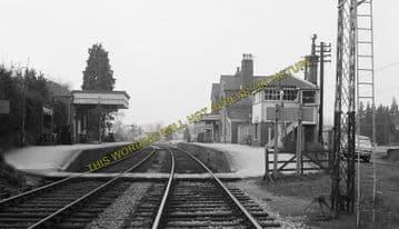 Alresford Railway Station Photo. Ropley - Itchen Abbas. Alton to Winchester (12)