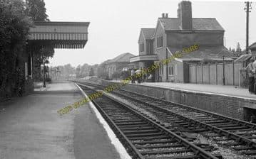 Alresford Railway Station Photo. Ropley - Itchen Abbas. Alton to Winchester (13)
