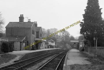 Alresford Railway Station Photo. Ropley - Itchen Abbas. Alton to Winchester (15)