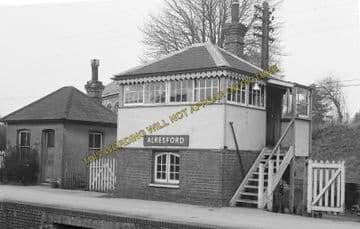 Alresford Railway Station Photo. Ropley - Itchen Abbas. Alton to Winchester (16)