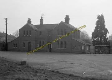Alresford Railway Station Photo. Ropley - Itchen Abbas. Alton to Winchester (7)