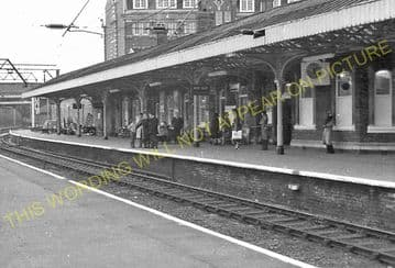 Altrincham & Bowdon Railway Station Photo. Hale - Timperley. MSJ&A. (25)
