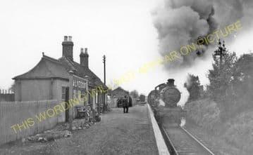 Alvescot Railway Station Photo. Bampton - Kelmscott. Oxford to Fairford Line (5)