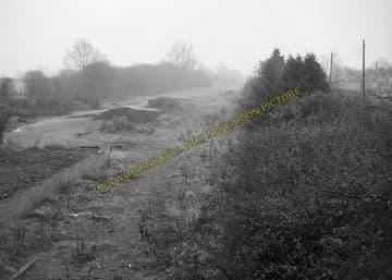 Alvescot Railway Station Photo. Bampton - Kelmscott. Oxford to Fairford Line (9)