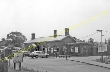 Amberley Railway Station Photo. Pulborough - Arundel. Littlehampton Line. (9)