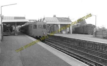 Amersham Railway Station Photo. Chalfont & Latimer - Great Missenden. (2)