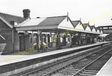 Amersham Railway Station Photo. Chalfont & Latimer - Great Missenden. (6)