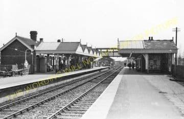 Amersham Railway Station Photo. Chalfont & Latimer - Great Missenden. (7)