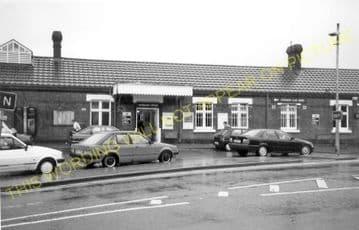 Amersham Railway Station Photo. Chalfont & Latimer - Great Missenden. (8)
