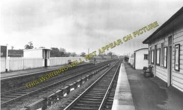 Ascott-under-Wychwood Railway Station Photo. Charlbury - Shipton. (3)