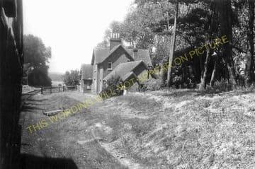 Ashey Railway Station Photo. Ryde - Haven Street. Newport Line. (7)