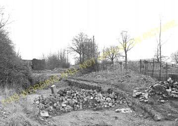 Aston Rowant Railway Station Photo. Chinnor - Lewknor Bridge. (8)