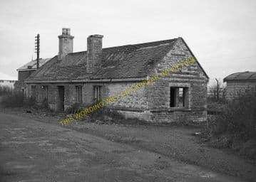 Bampton Railway Station Photo. Brize Norton. Witney - Alvescot. (11)
