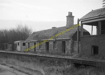 Bampton Railway Station Photo. Brize Norton. Witney - Alvescot. (13)
