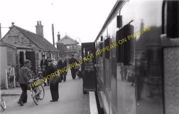 Bampton Railway Station Photo. Brize Norton. Witney - Alvescot. (14)