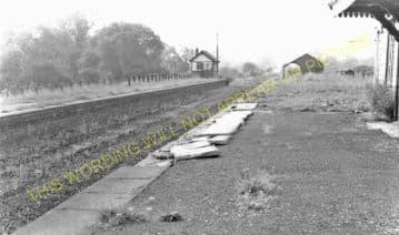Bangor-on-Dee Railway Station Photo. Marchwiel - Overton. Wrexham Line. (4)