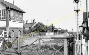 Baschurch Railway Station Photo. Leaton - Rednal. Shrewsbury to Whittington (5)