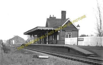 Battlesbridge Railway Station Photo. Wickford - Woodham Ferrers. (1)