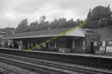 Beaconsfield Railway Station Photo. Gerrards Cross - High Wycombe. GCR & GWR (14)
