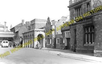 Bletchley Railway Station Photo. Leighton Buzzard - Milton Keynes. L&NWR (1)..