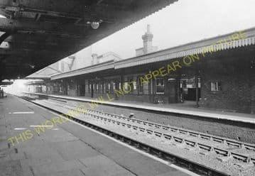 Bletchley Railway Station Photo. Leighton Buzzard - Milton Keynes. L&NWR (18)
