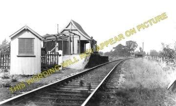 Blunsdon Railway Station Photo. Moredon - Hayes Knoll. Swindon to Cricklade (1)