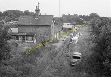 Bluntisham Railway Station Photo. St. Ives - Earith Bridge. Huntingdon Line (2)