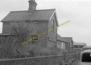 Bluntisham Railway Station Photo. St. Ives - Earith Bridge. Huntingdon Line (6)