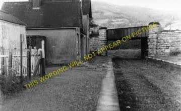 Bodfari Railway Station Photo. Denbigh - Caerwys. Nannerch and Mold Line. (1)..