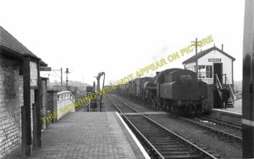 Brackley Town Railway Station Photo. Farthinghoe - Fulwell. Banbury Line. (4)