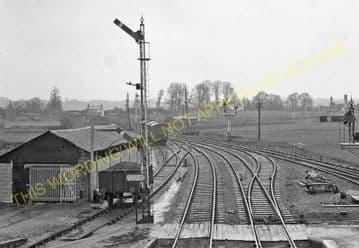 Brading Railway Station Photo. Sandown to Bembridge & Ryde Lines. (15)