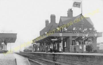 Brimsdown Railway Station Photo. Ponders End - Enfield Lock. Cheshunt Line. (6).