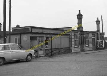 Broadstone Railway Station Photo. Wimborne to Poole and Hamworthy Lines. (14)