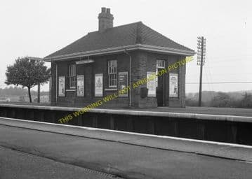 Brookmans Park Railway Station Photo. Potters Bar - Hatfield. Barnet Line. (15)