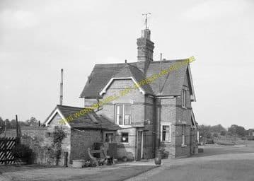Buckden Railway Station Photo. Huntingdon - Grafham. Kimbolton Line. (2)
