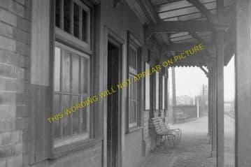 Caergwrle Castle Railway Station Photo. Cefn-y-Bedd - Hope Village. GCR. (5)