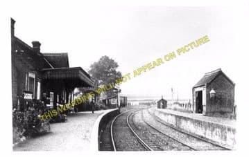 Carisbrooke Railway Station Photo. Newport - Calbourne. Freshwater Line. (1)