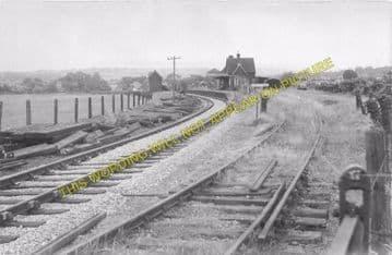 Carisbrooke Railway Station Photo. Newport - Calbourne. Freshwater Line. (2)