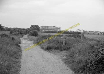 Carisbrooke Railway Station Photo. Newport - Calbourne. Freshwater Line. (3)