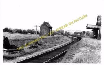Carisbrooke Railway Station Photo. Newport - Calbourne. Freshwater Line. (4)